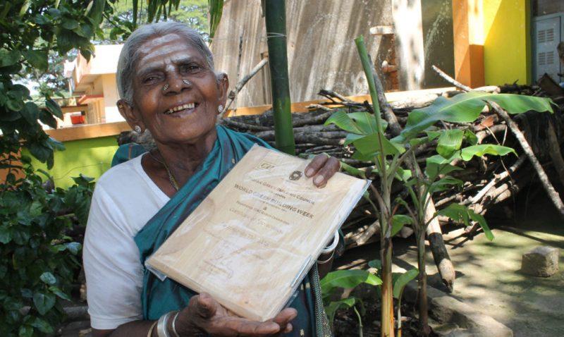mujer-india-300-arboles2