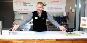 Creador de 'Super Size Me' lanza su propio restaurante de comida rápida