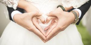 Los compromisos amorosos para las nuevas generaciones son a una edad mayor