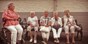 Las personas mayores tienen una salud mental superior, según un estudio