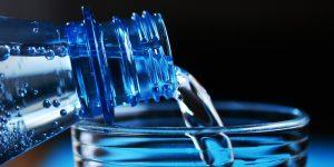 10 razones por las que debes tomar agua ¡AHORA!