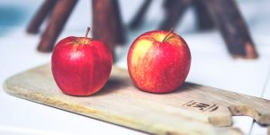 Estudio: la dieta rica en manzanas y tomates pueden reparar los pulmones de los ex fumadores