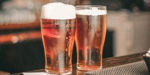 Diez beneficios de la cerveza para sus consumidores moderados