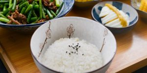 El método común de cocinar arroz puede dejar rastros de arsénico en los alimentos